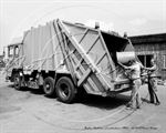 Picture of Lincs - Boston, Dustmen & Cart c1980s - N1453