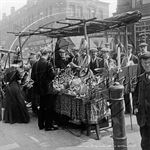 Picture of London, SE - The Cut, Costermonger 1900s N2184